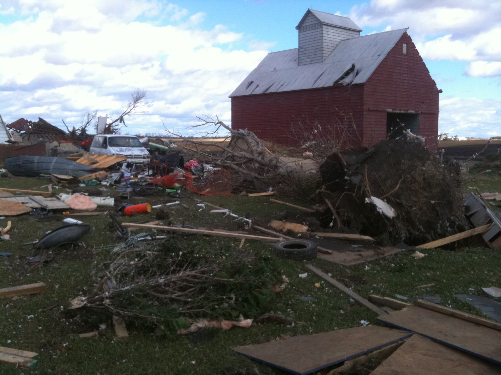 EF2 damage east of Peotone